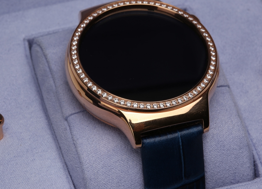 huawei-watch-for-ladies-hands-on-pic4.jpg