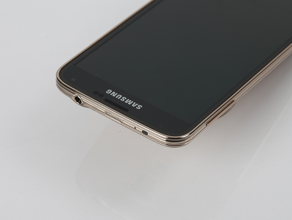 samsung-galaxy-s5-gold-hands-on-pic3.jpg