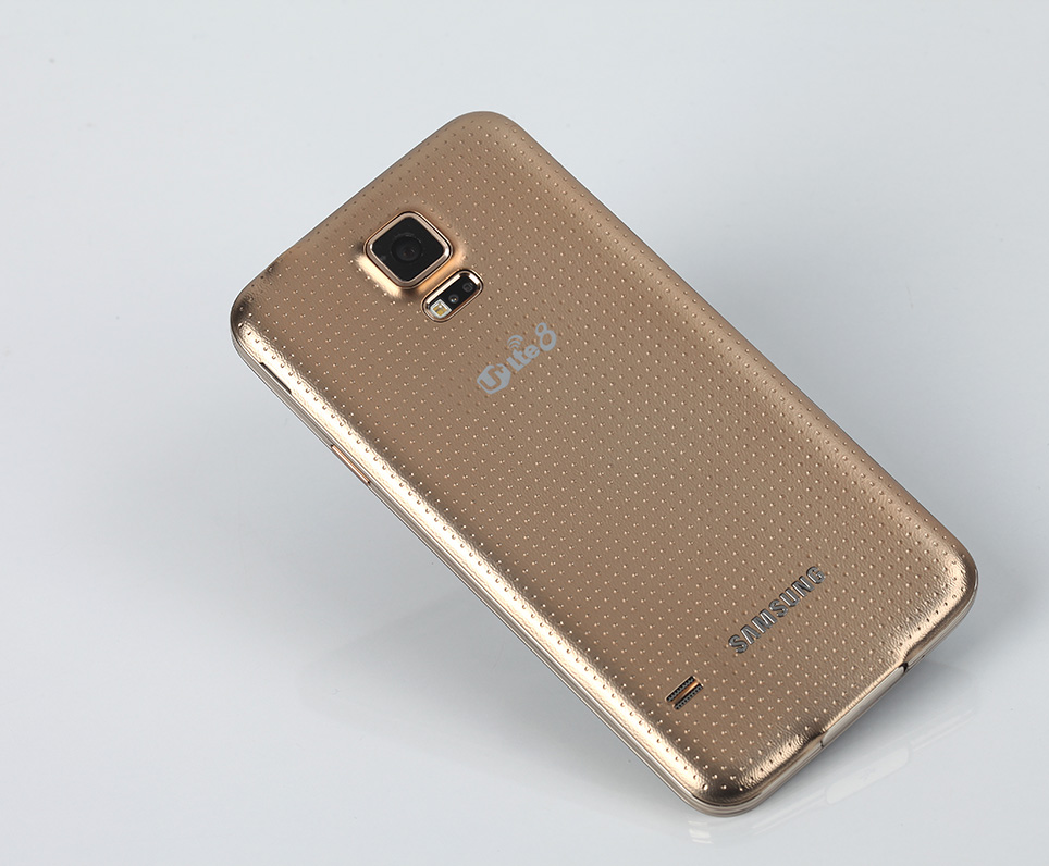 samsung-galaxy-s5-gold-hands-on-pic2.jpg