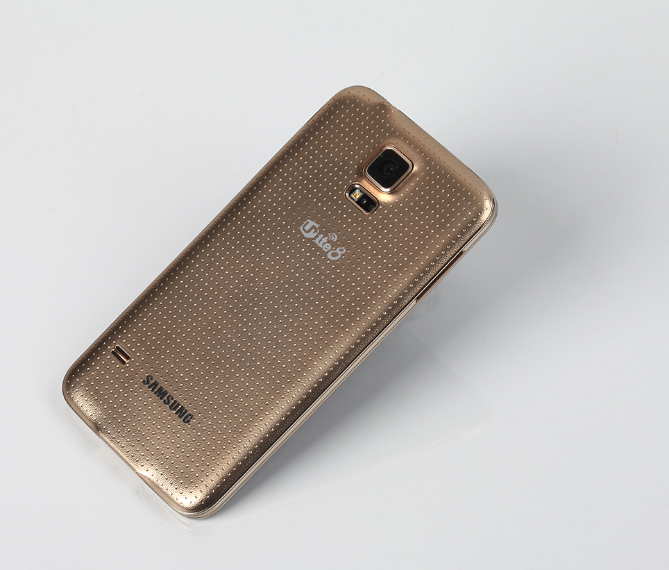 samsung-galaxy-s5-gold-hands-on-pic1.jpg