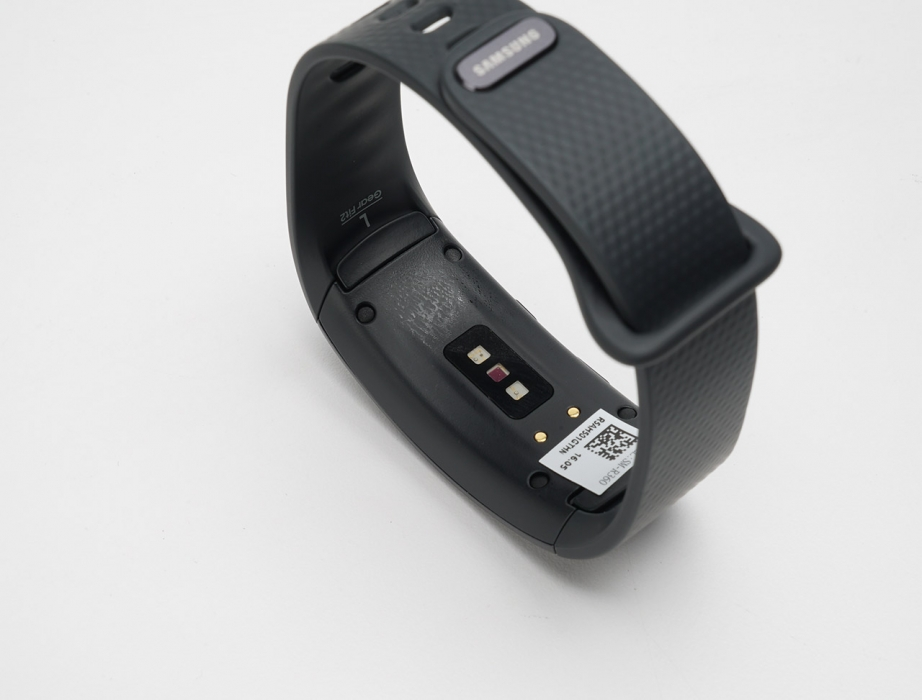 samsung-gear-fit2-unboxing-pic5.jpg