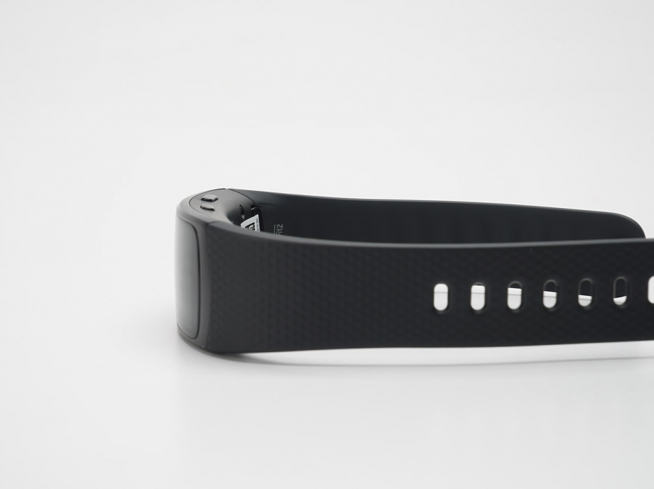 samsung-gear-fit2-unboxing-pic7.jpg