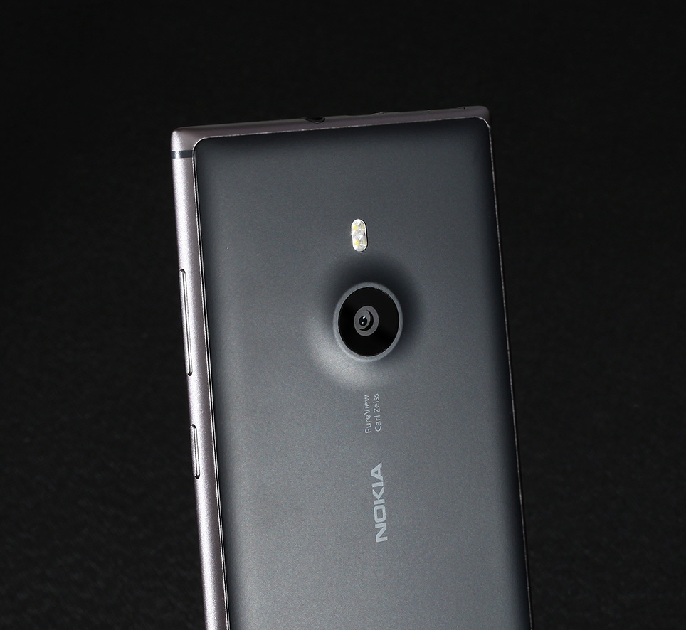 nokia_925_unboxing_pic3.jpg