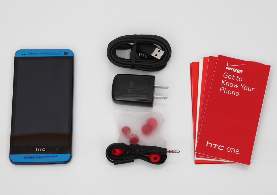 htc_one_blue_unboxing_pic2.jpg
