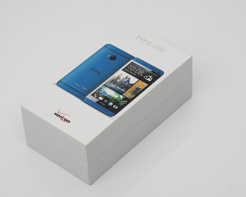 htc_one_blue_unboxing_pic1.jpg