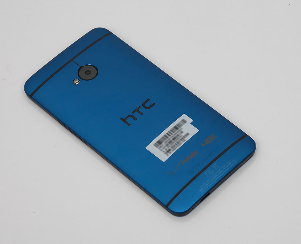htc_one_blue_unboxing_pic41.jpg