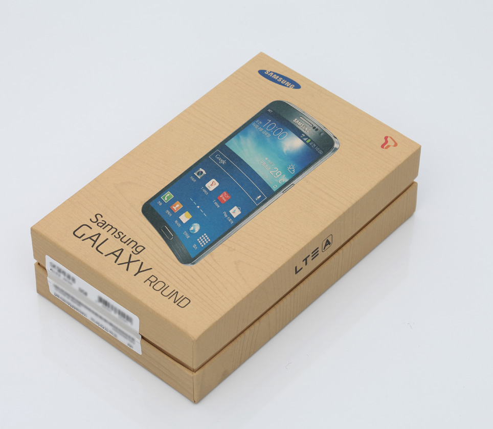 samsung-galaxy-round-unboxing-pic1.jpg