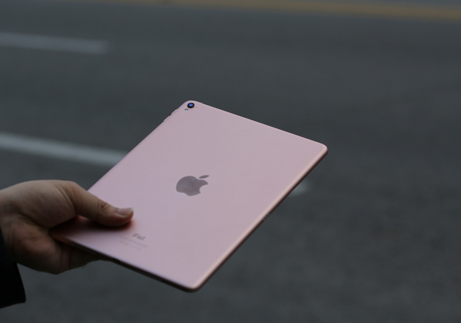 apple-ipad-pro-97-unboxing-pic13.jpg