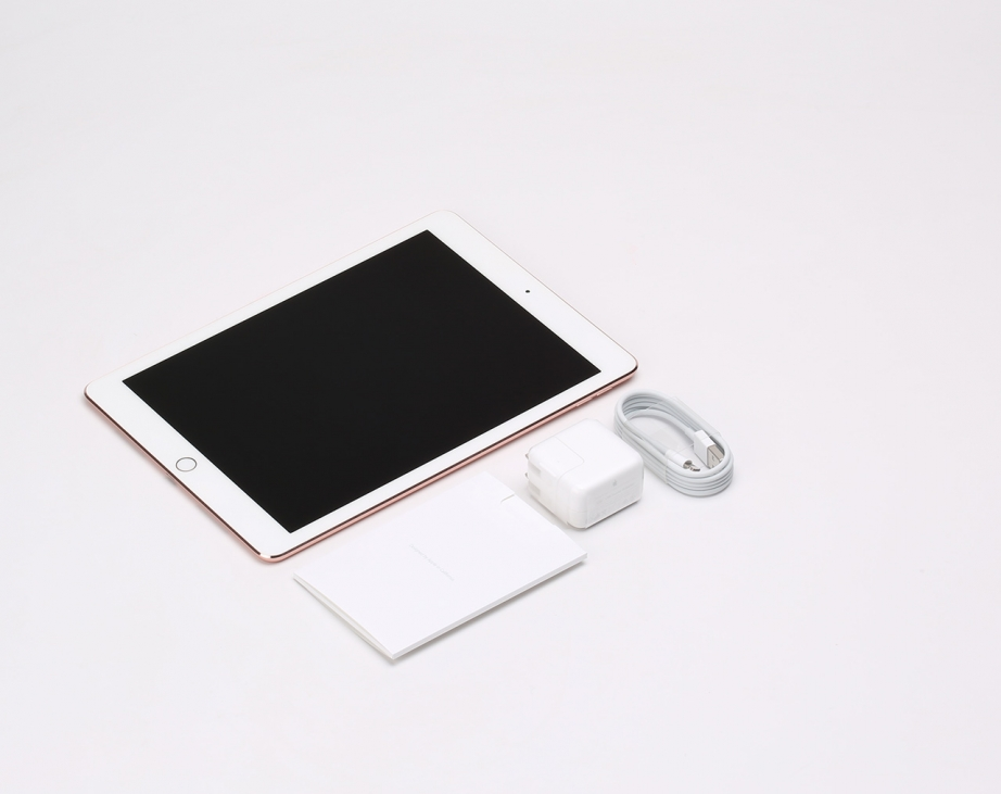 apple-ipad-pro-97-unboxing-pic2.jpg