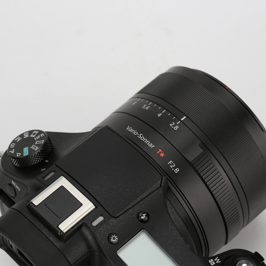 sony-rx10-2-unboxing-pic2.jpg