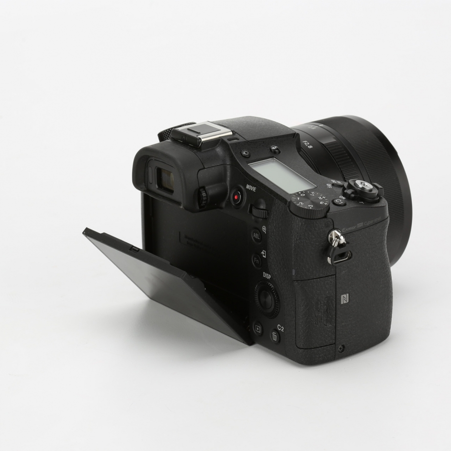 sony-rx10-2-unboxing-pic8.jpg