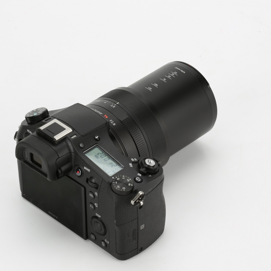 sony-rx10-2-unboxing-pic4.jpg