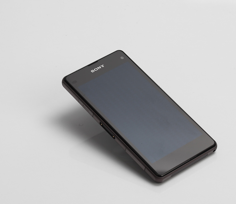 sony-xperia-z1-compact-unboxing-pic3.jpg