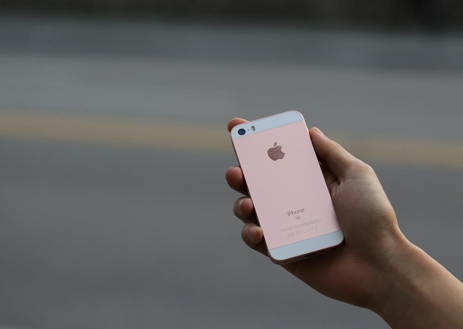 apple-iphone-se-unboxing-pic11.jpg