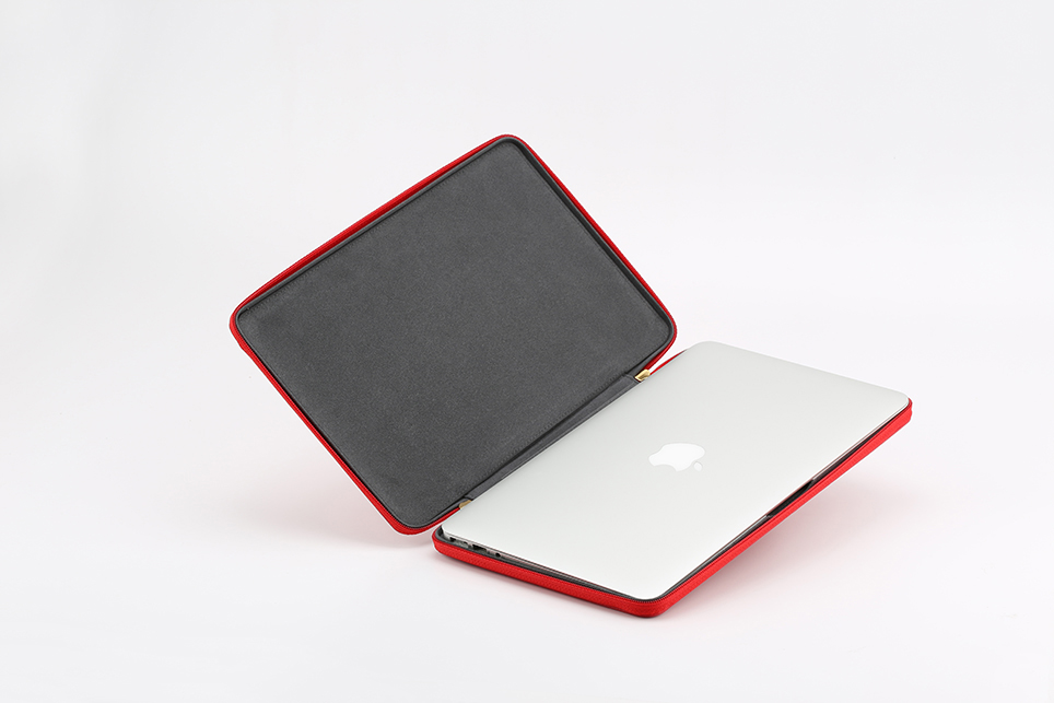 larus_canus_leather_auto_sleeve_macbook_09.jpg