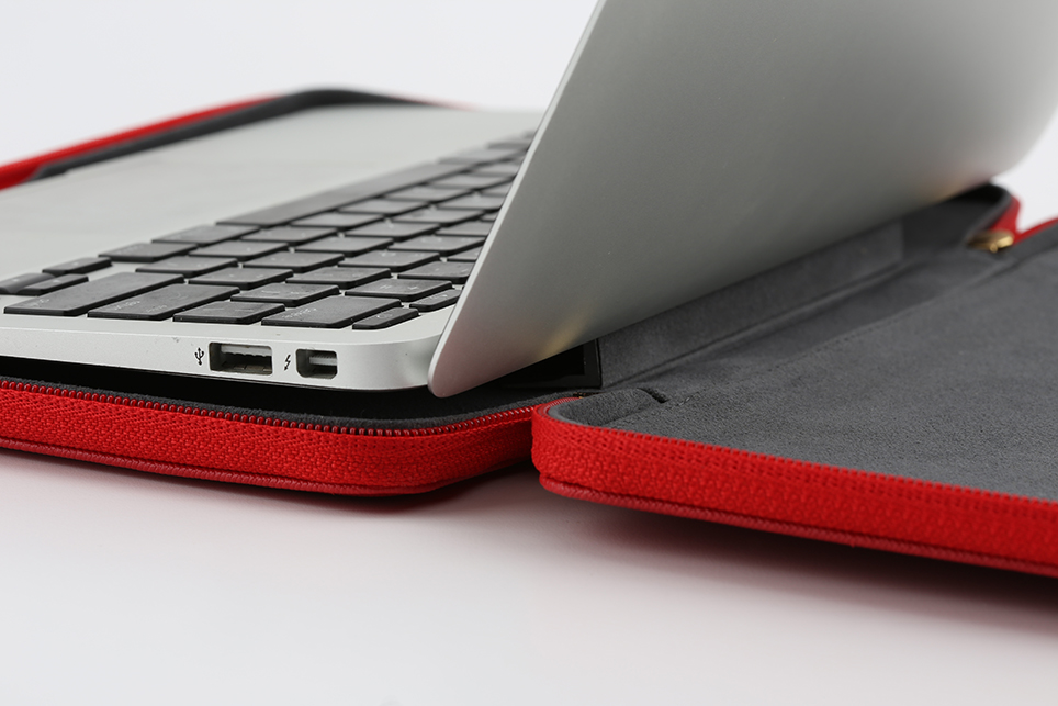 larus_canus_leather_auto_sleeve_macbook_12.jpg