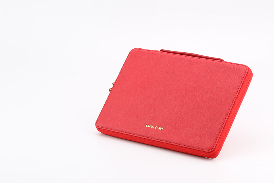 larus_canus_leather_auto_sleeve_macbook_05.jpg