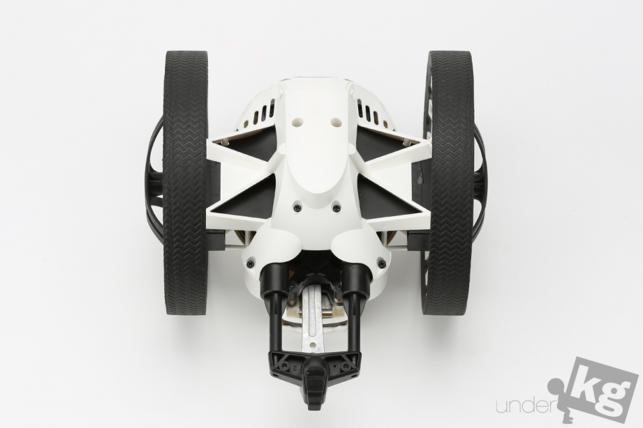 parrot-jumping-sumo-pic11.jpg