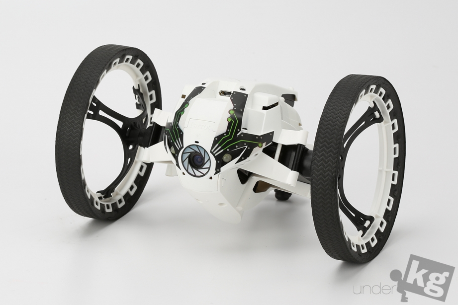 parrot-jumping-sumo-pic5.jpg