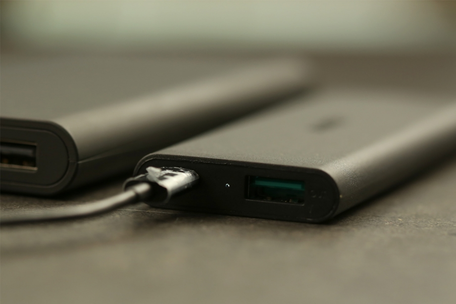 aukey-3600mah-external-battery-charger-preview-pic5.jpg