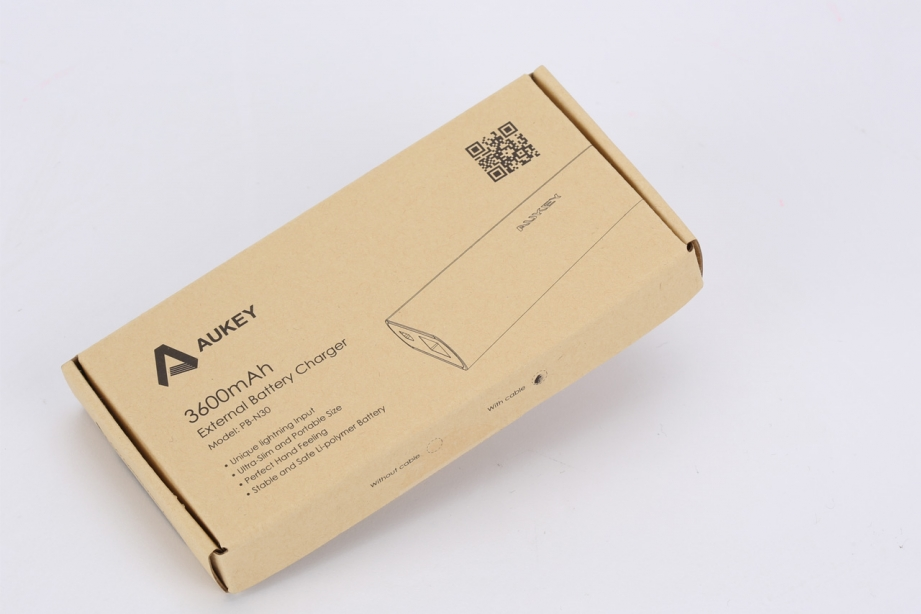 aukey-3600mah-external-battery-charger-preview-pic1.jpg