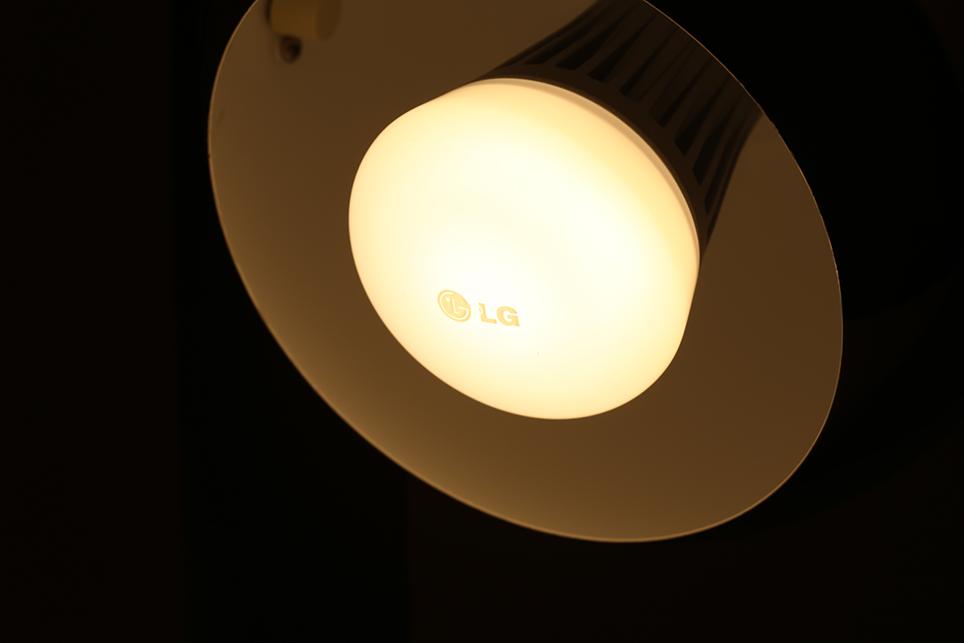 lg_smart lamp_05.jpg