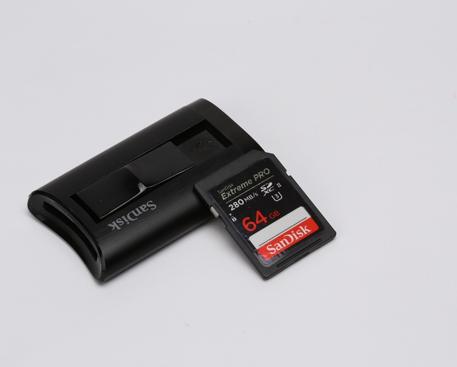 sandisk-extreme-pro-sdxc-uhs-ii-card-and-reader-preview-pic2.jpg