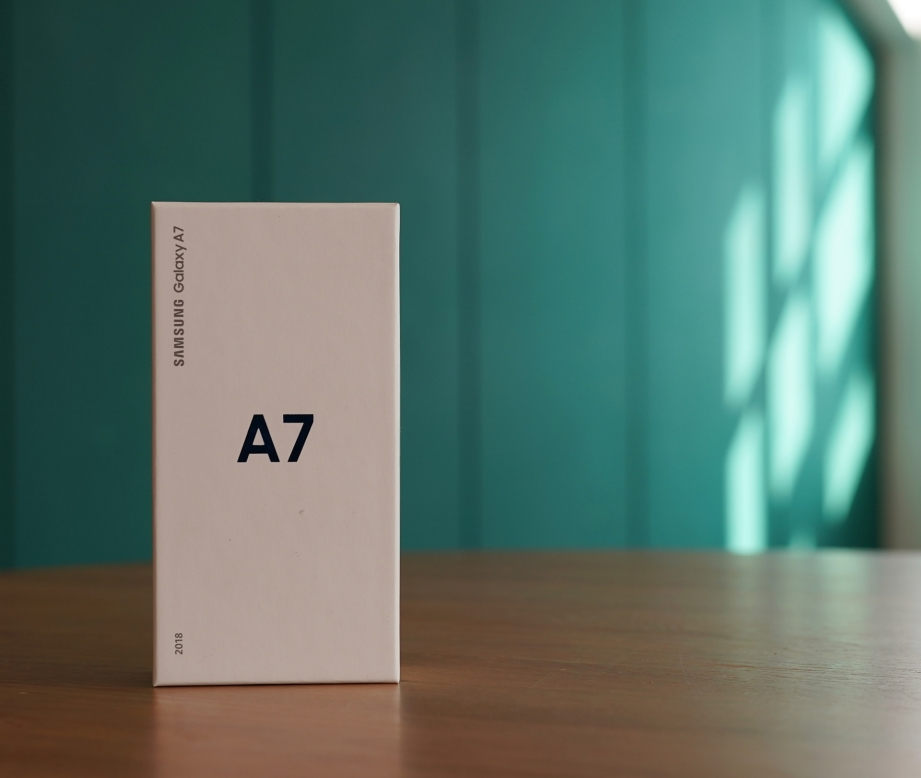 samsung-galaxy-a7-2018-unboxing-pic1.jpg