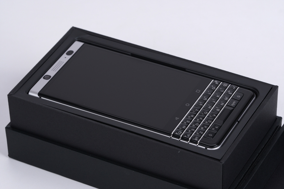 blackberry-keyone-unboxing-pic2.jpg