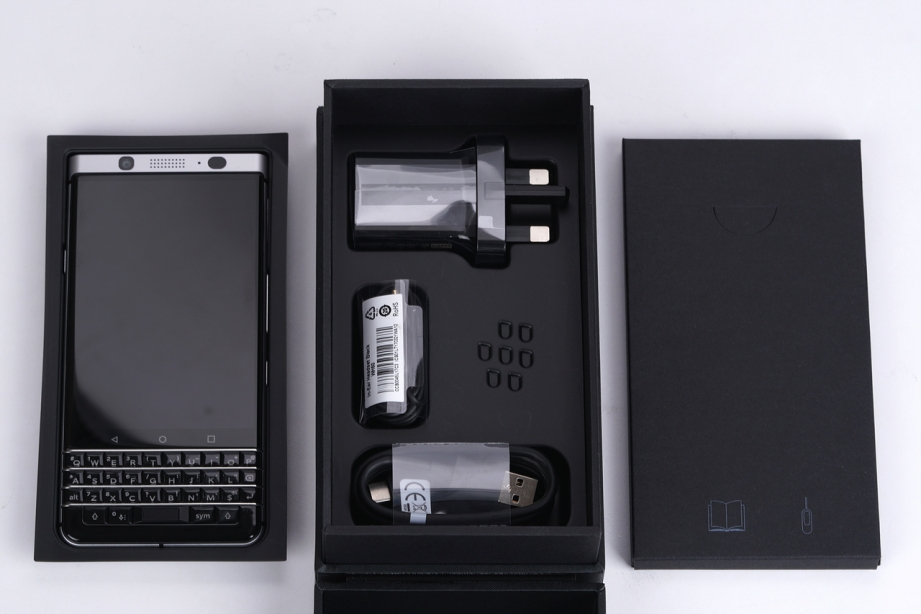blackberry-keyone-unboxing-pic3.jpg