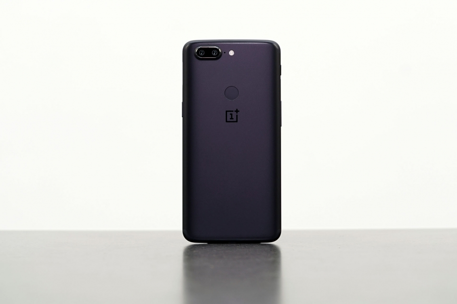 oneplus-5t-unboxing-pic8.jpg