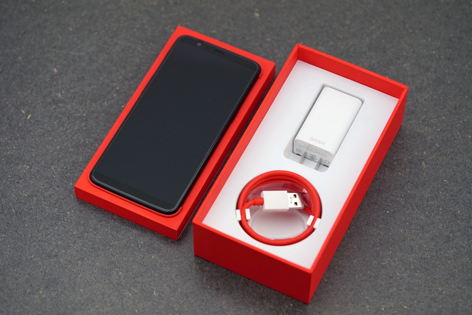 oneplus-5t-unboxing-pic3.jpg