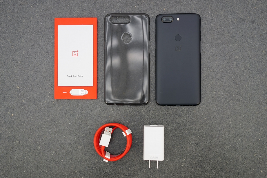 oneplus-5t-unboxing-pic4.jpg