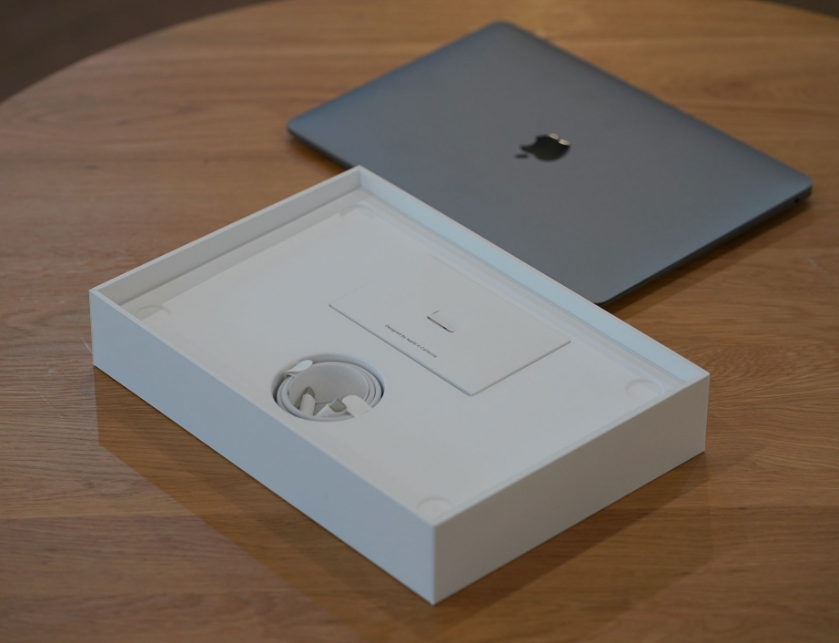 apple-macbook-air-2018-unboxing-pic3.jpg