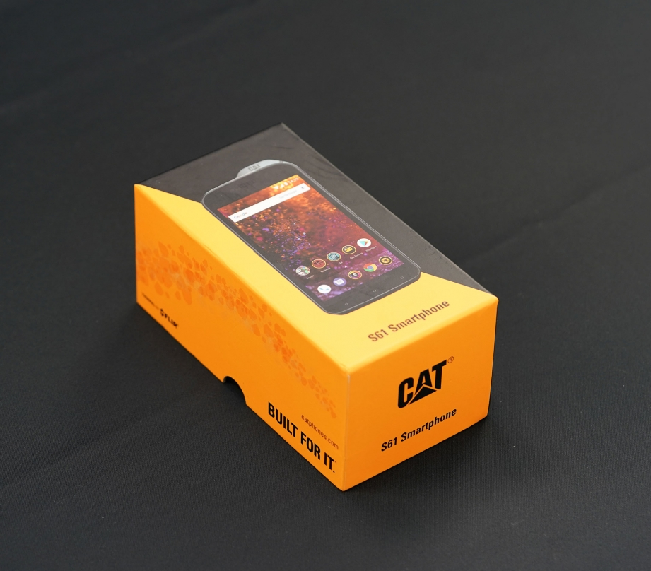 cat-s61-unboxing-pic1.jpg