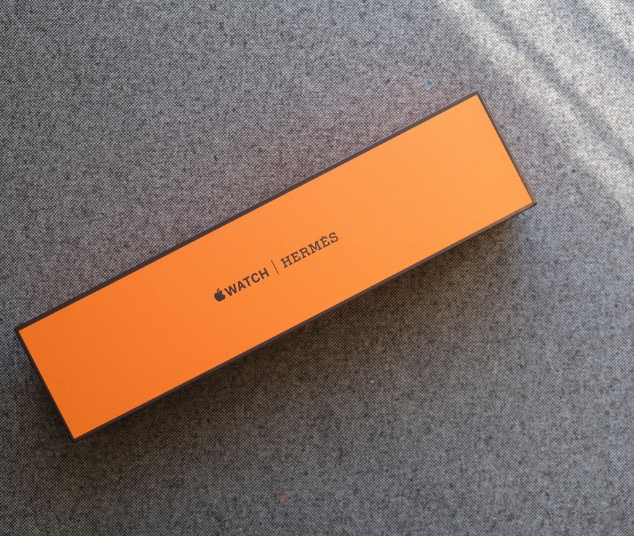 apple-watch-series-4-hermes-unboxing-pic1.jpg