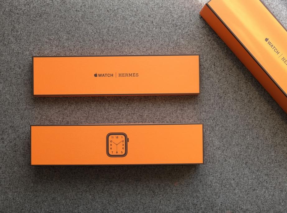 apple-watch-series-4-hermes-unboxing-pic3.jpg