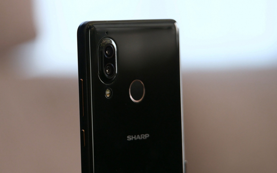 sharp-aquos-s3-unboxing-pic3.jpg