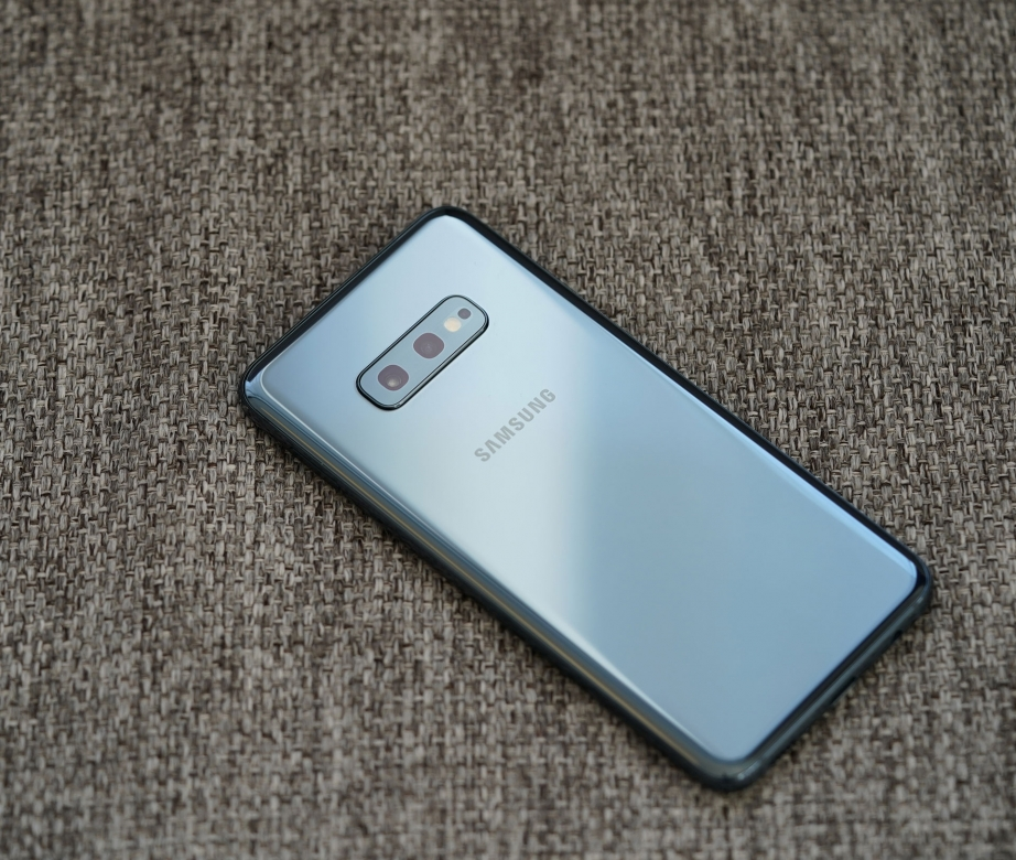 samsung-galaxy-s10e-unboxing-pic8.jpg