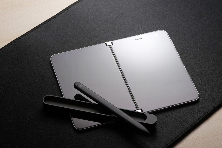 microsoft-surface-duo-unboxing-pic2.jpg