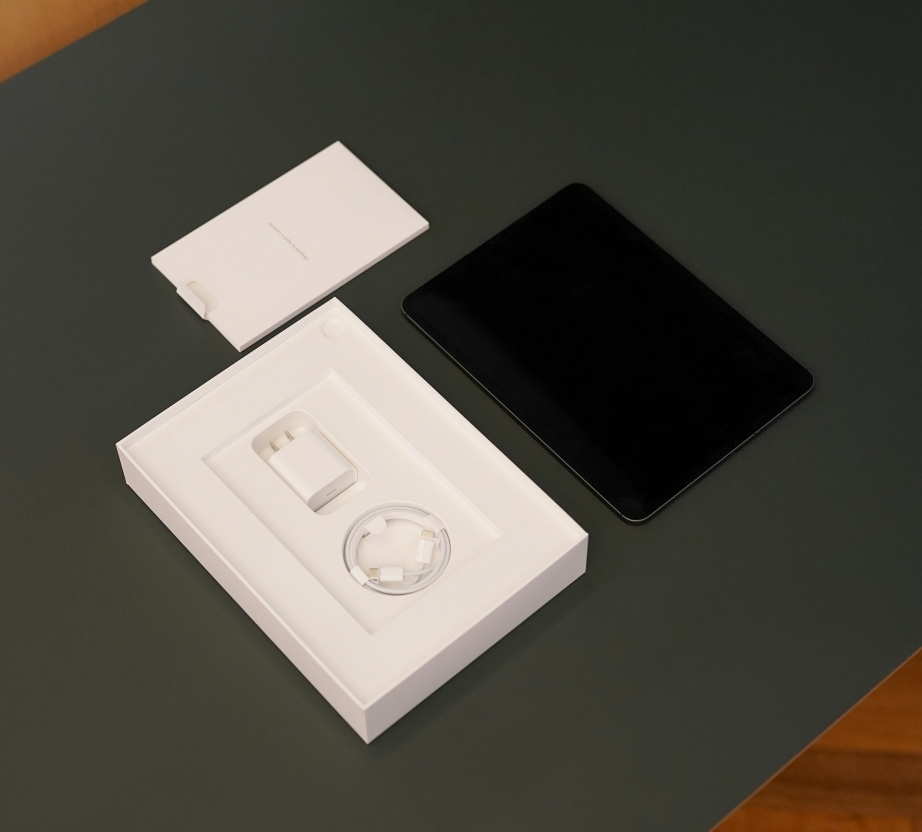apple-ipad-pro-11-unboxing-pic2.jpg
