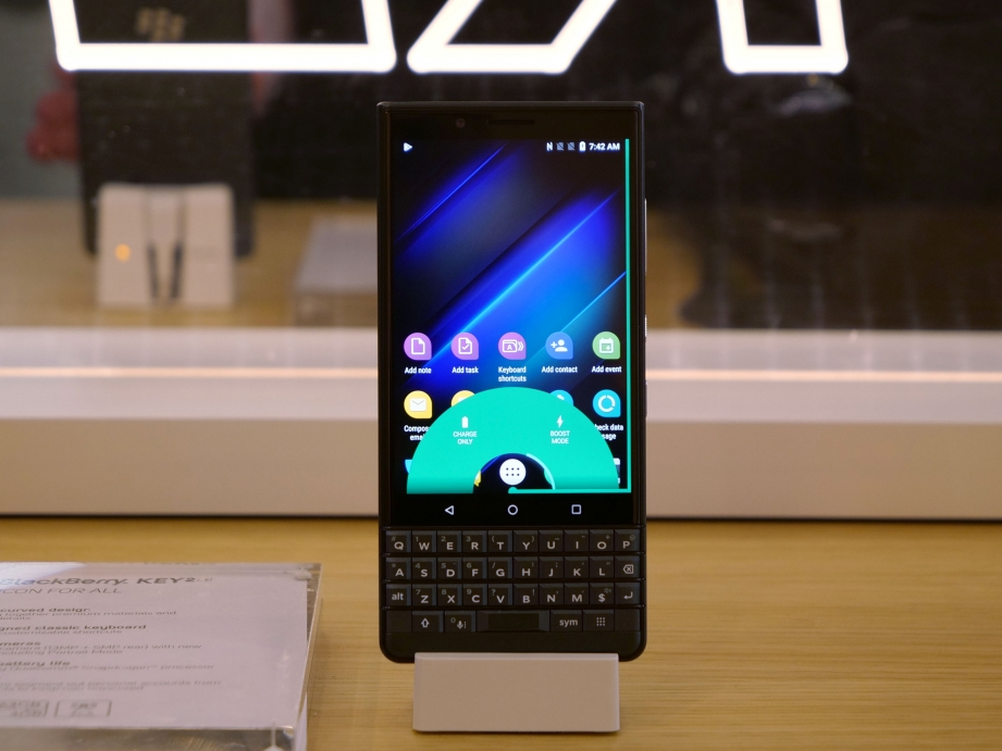 blackberry-mwc19-handson-pic4.jpg