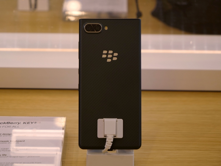 blackberry-mwc19-handson-pic7.jpg