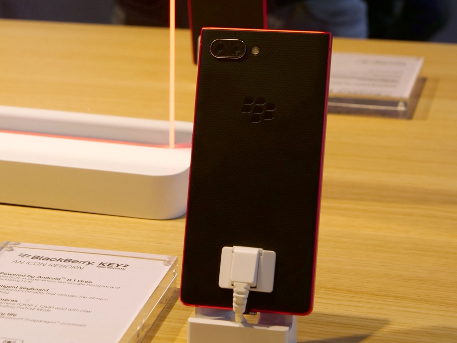 blackberry-mwc19-handson-pic3.jpg