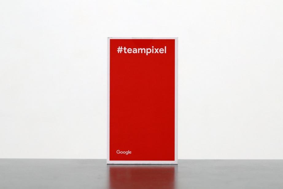 google-pixel-2-xl-unboxing-pic2.jpg