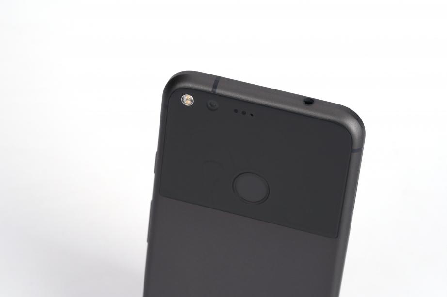 google-pixel-xl-unboxing-pic10.jpg