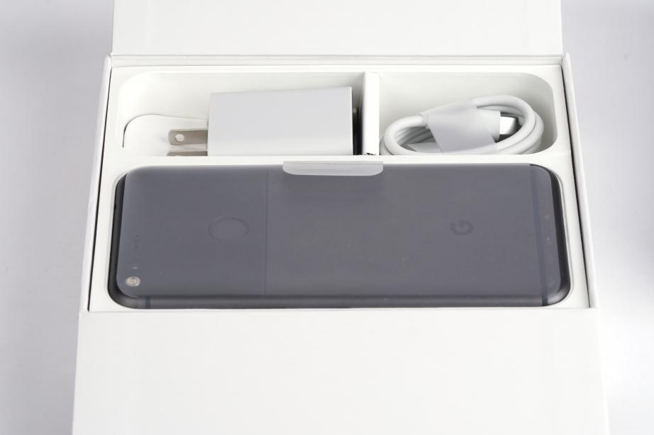 google-pixel-xl-unboxing-pic3.jpg