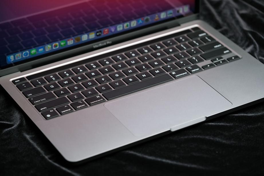 apple-macbook-pro-13-m1-unboxing-pic4.jpg