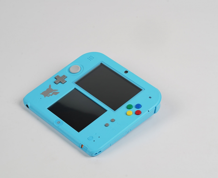 intendo-2ds-pokemon-moon-special-edition-unboxing-pic4.jpg