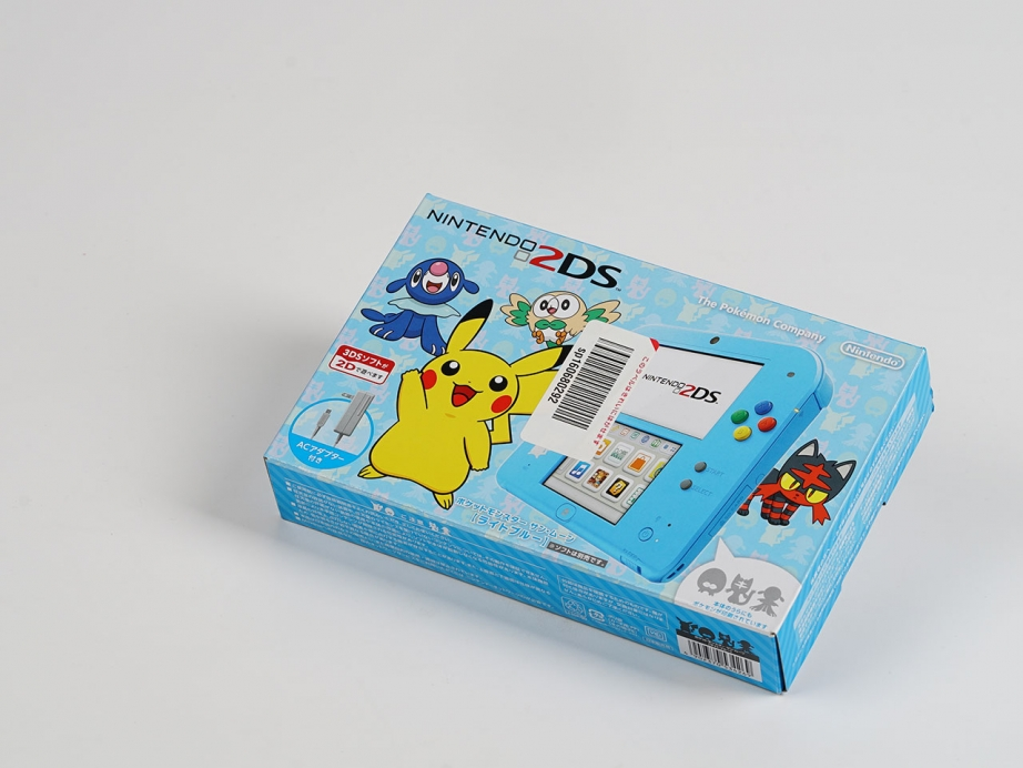 intendo-2ds-pokemon-moon-special-edition-unboxing-pic1.jpg